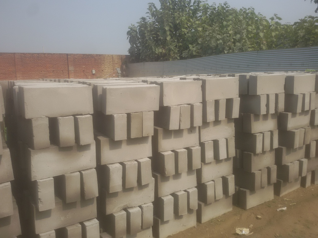 Bricklayer Is Leading Manufacturer In Allahabad Of Clc